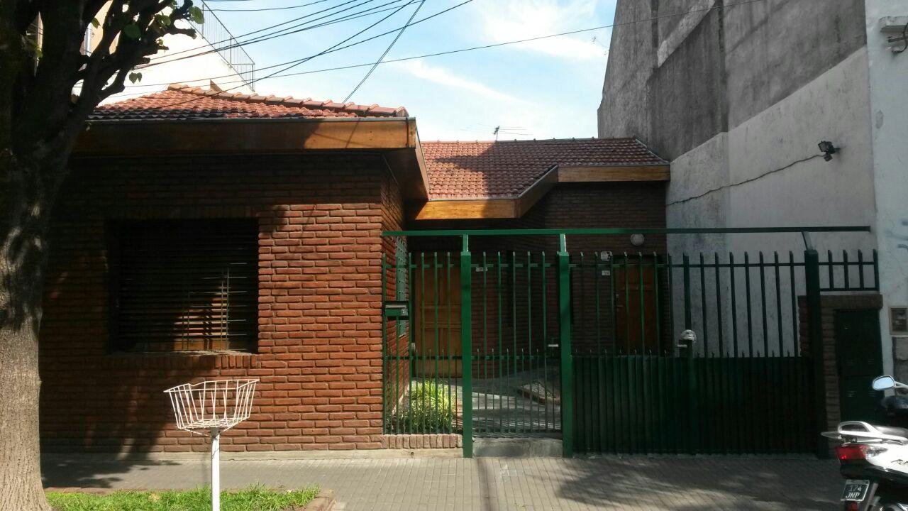 Casa 2 familias 4 Amb. Con Depto. 2 Amb. – Chacabuco 200
