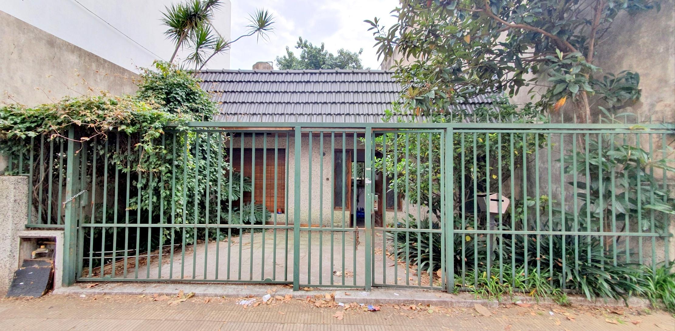 Lote de 8,66x28m Ideal Para Duplex o Refaccionar – Alsina 1700