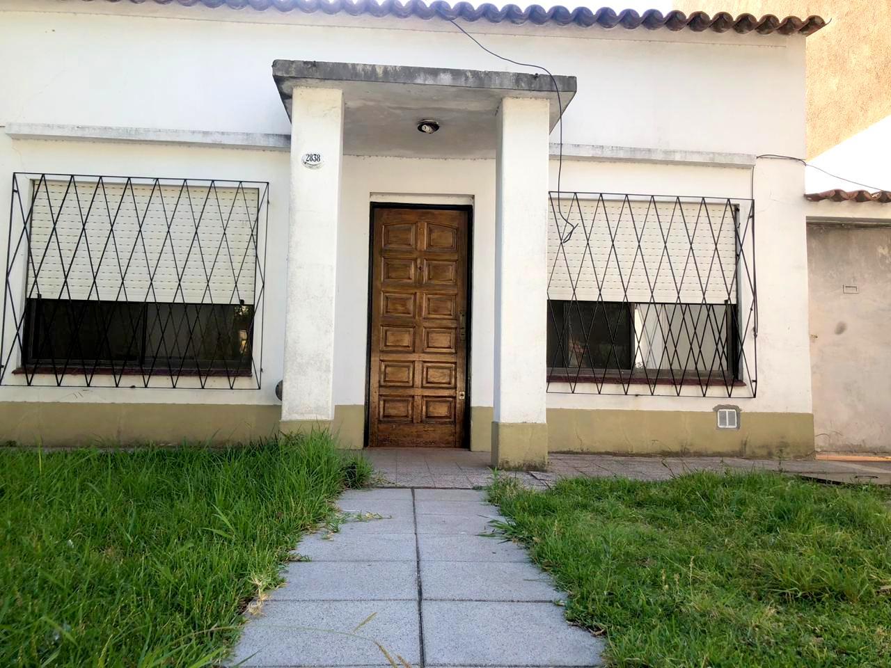 Casa 3 Amb+dep cerca de la estación- Carlos Calvo 2800