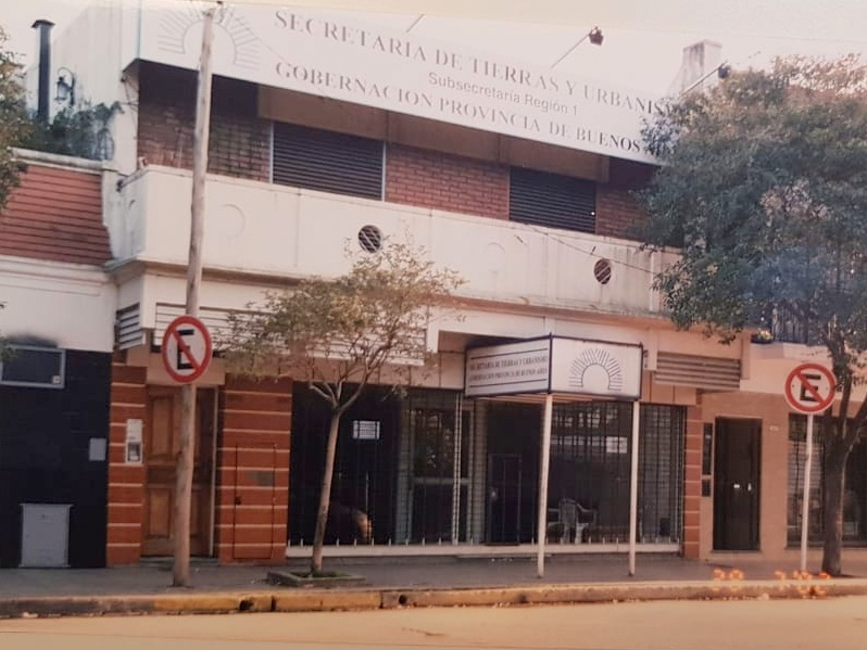 Venta de Local Comercial + Casa en Altos, Todo en Block – A. del Valle 1600