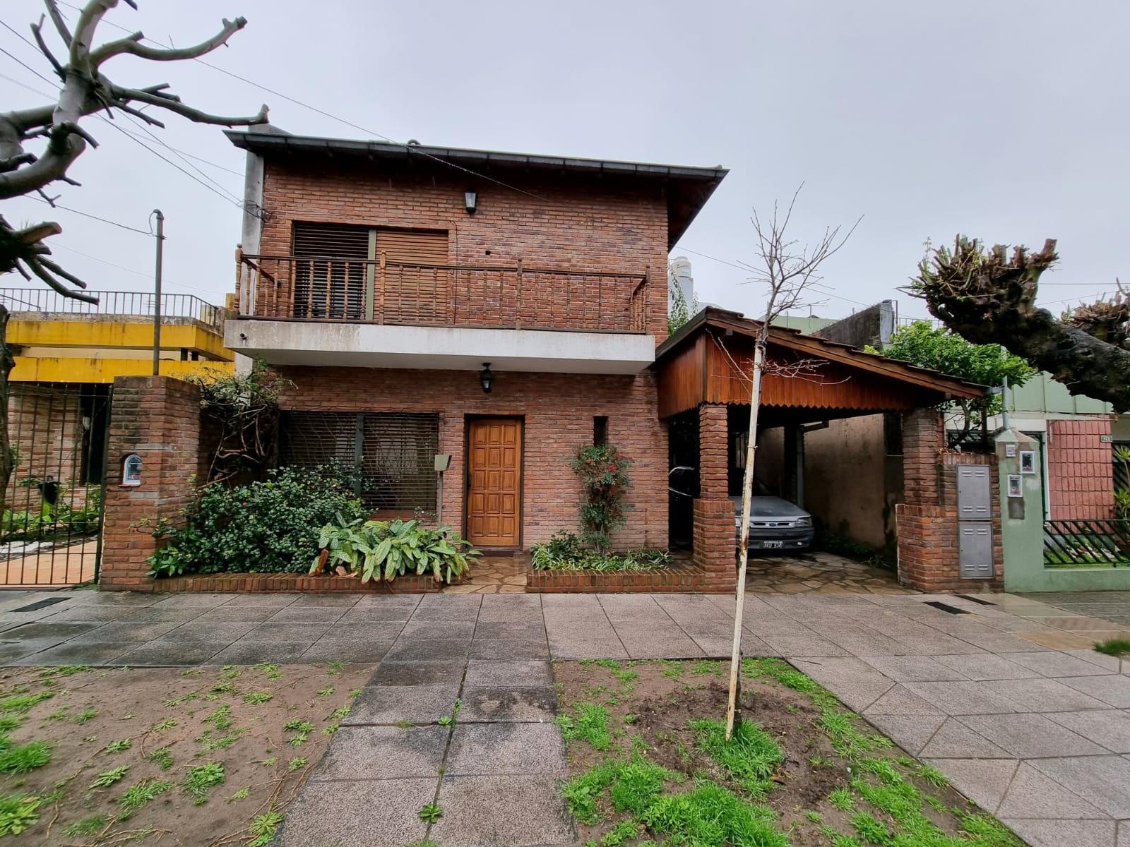 Casa 4 Amb. con Jardín y Cochera Cerca de Av. Mitre – Paraguay 700